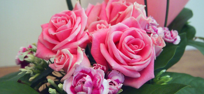 Pretty in Pink – Roses, Carnations, China Grass and Salal Leaves
