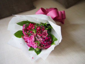 Love how the pink ribbon matches the colour of the flowers!